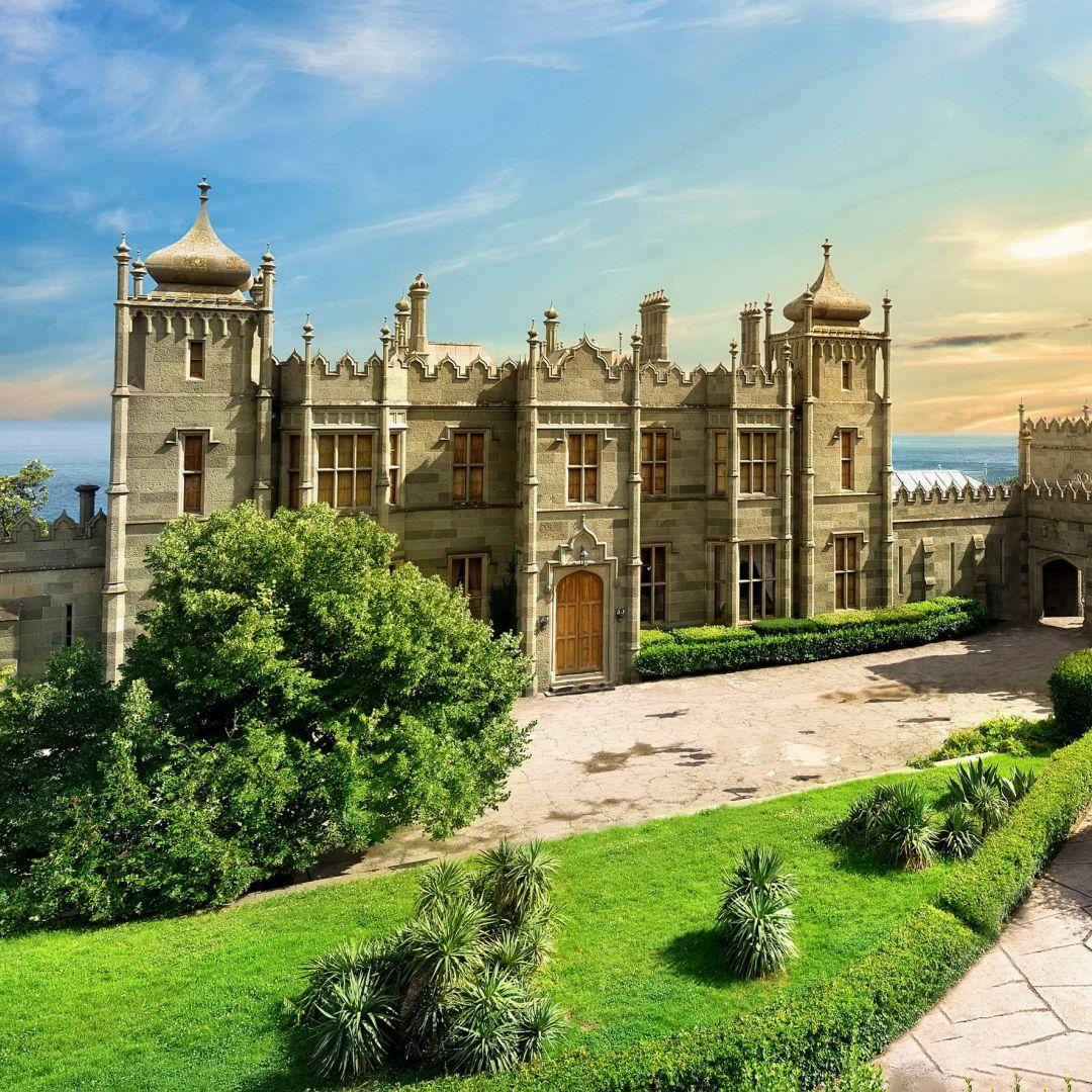 Воронцовский дворец и парк в Алупке