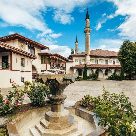 Бахчисарай: дворец, Чуфут-Кале, Успенский пещерный монастырь. Цена 1600 рублей.