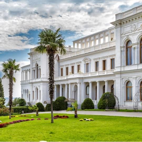 Ливадийский дворец и парк. Цена — 1300 рублей.